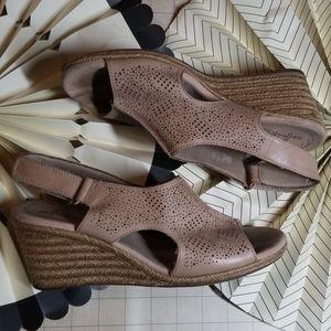 Clarks Collextion Ratan Wedge Sandals size 9